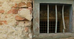 Stare okno piwnicy budynku zdjęcie wideo