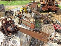 Stare piły łańcuchowe i leśny wyposażenie w Oregon zdjęcie stock