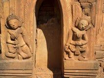 Stare religijne rzeźby w Myanmar obraz stock