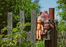 Stare retro zabawki wiesza na ogrodzeniu Obrazy Royalty Free