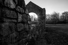 Stare ruiny przy wschodem słońca obraz stock