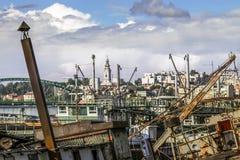 Stare Towboats barki, bagiery Przy statku Junkyard Na Sava Ri I Zdjęcie Royalty Free