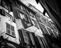 Stare Włoskie ulic ściany i okno czarny i biały fotografia w G zdjęcia royalty free