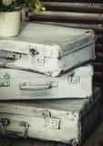 Stare walizki, rocznika tło, selekcyjna ostrość obraz stock