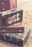 Stare walizki wypiętrzają retro styl Obraz Royalty Free