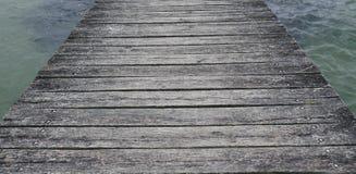 Stare wietrzeć drewniane deski przy schronieniem Zakończenie Zdjęcie Royalty Free