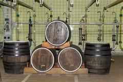 Stare wino baryłki w fabryce dla produkci szampański wino obrazy stock