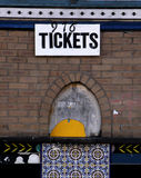 Starego ceglanego domu kina biletowy budka Zdjęcie Stock