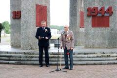 Starego człowieka dziadek weteran druga wojna światowa zabytek w dzień zwycięstwa Moskwa, Rosja, 05 09 2018 obrazy stock