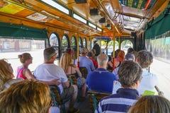- 21, 2017 starego Grodzkiego tramwaju zwiedzająca wycieczka turysyczna w San Diego, SAN DIEGO, KALIFORNIA, KWIETNIU - Obraz Royalty Free