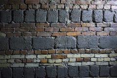 Starego grunge czerwonej cegły i betonowego bloku ścienny tło zdjęcie royalty free
