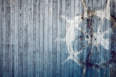 Starego koła celowniczy sterowanie na błękitnym starym drewnianym tle Fotografia Royalty Free