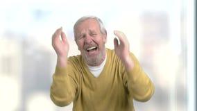 Starego mężczyzna cierpienie w rozpaczu zbiory wideo