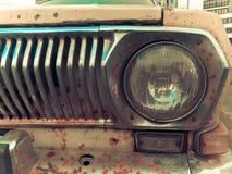 Starego retro rocznika modnisia ośniedziały utleniający chrom matrycował kruszcowego srebnego kaloryferowego grille i round szkla zdjęcia royalty free