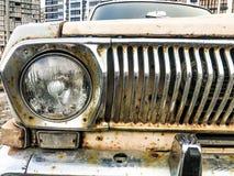 Starego retro rocznika modnisia ośniedziały utleniający chrom matrycował kruszcowego srebnego kaloryferowego grille i round szkla obraz royalty free