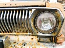 Starego retro rocznika modnisia ośniedziały utleniający chrom matrycował kruszcowego srebnego kaloryferowego grille i round szkla zdjęcia stock