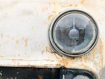Starego retro rocznika modnisia ośniedziały utleniający chrom matrycował kruszcowego srebnego kaloryferowego grille i round szkla obraz stock