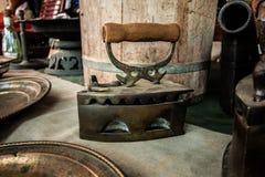 Starego rocznika żelaza stalowego metalu drewniana rękojeść obrazy royalty free