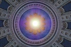 Starego rocznika kościelny podsufitowy widok z słońce promieniem w centrum Obraz Royalty Free