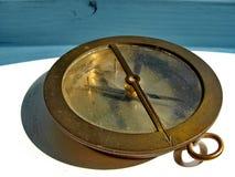 Starego rocznika marynarki wojennej mosiężny kompas Rocznik Nostalgia z bliska zdjęcie stock