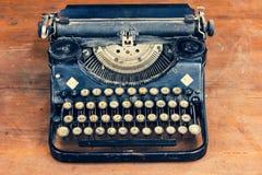 Starego rocznika Niemiecka czarna maszyna do pisania obraz stock