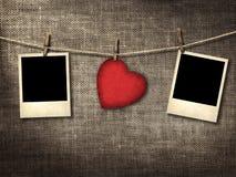 Starego stylu fotografia i walentynki karciany serce kształtowaliśmy od starej czerwonej papki Obraz Stock