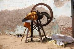 starego stylu trawy krajacza ręczna maszyna dla zwierząt obraz stock