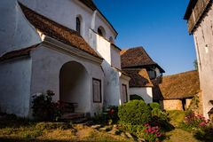 Starej średniowiecznej wioski warowny kościół w Transylvania Zdjęcie Royalty Free