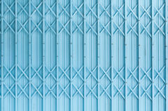 Starej błękitnej stalowej drzwiowej tekstury deseniowy lub stalowy drzwiowy tło z ośniedziałym metalem zdjęcia royalty free
