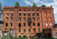Starej cegły zaniechana fabryka w Samara Fotografia Stock