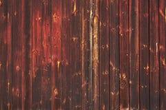 Starej czerwieni barwiony drewniany drzwi zdjęcia royalty free