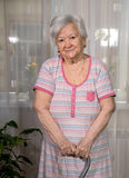 Starej kobiety pozycja z trzciną Zdjęcie Royalty Free
