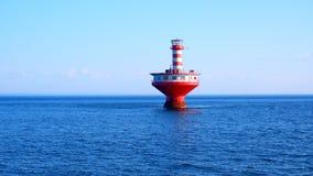Starej latarni morskiej pasiasta czerwień i biel obrazy royalty free