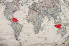 Starej mapy i czerwonego koloru dżetowego samolotu zabawka modeluje Obrazy Royalty Free