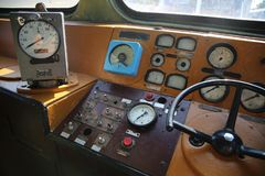 Starej pociąg kontrola Prowadnikowy system szybkościomierza stary pociąg zdjęcia stock