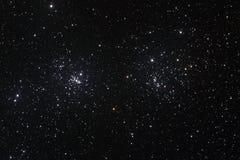 Starfield med den dubbla klungan Arkivbilder