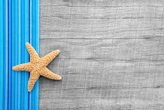 Starfish auf hölzernem Hintergrund in der schäbigen Art Lizenzfreies Stockbild