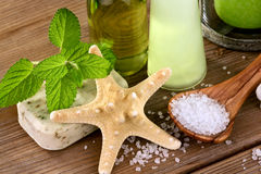 Starfish with body care products Royalty Free Stock Images