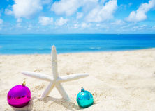 Starfish with Christmas balls - holiday concept Royalty Free Stock Photos