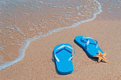 Starfish and flip-flops Royalty Free Stock Photos