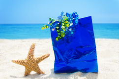 Starfish with gift bag on the beach - holiday concept Royalty Free Stock Photo