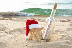 Santa starfish with message in a bottle royalty free stock photos