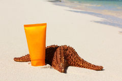 Starfish and sun tan tube Royalty Free Stock Photography