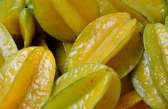 Starfruit nel giallo Fotografia Stock