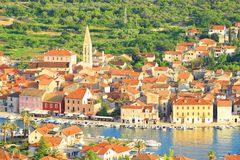 Stari在海岛赫瓦尔岛,克罗地亚上的毕业镇 免版税库存图片