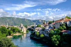 Stari η περισσότερη άποψη γεφυρών, Μοστάρ, Βοσνία-Ερζεγοβίνη στοκ εικόνες