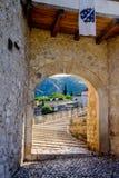 Stari de Meeste ingang van de brugoverwelfde galerij, Mostar, Bosnië-Herzegovina stock fotografie