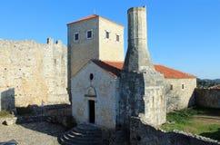 Stari Grad κοντά στην αδριατική άποψη θάλασσας (Μαυροβούνιο, Ulcinj, χειμώνας) Στοκ Εικόνες