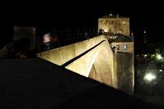 Stari Najwięcej mosta przy nocą zdjęcia stock