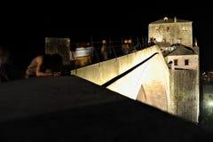 Stari Najwięcej mosta przy nocą obraz royalty free